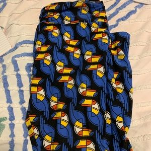 LulaRoe Tall and Curvy Toucan Leggings